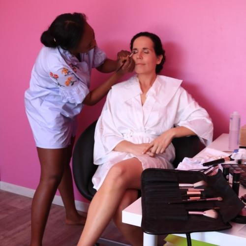 Photo de aicha esthéticienne en prestation maquillage MademoisellA institut de beauté à Rezé Label qualité